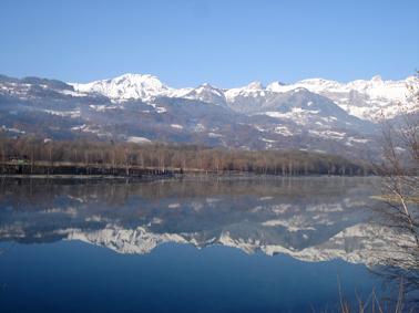 Le lac de Passy et la chaine des Aravis, cliché F. Tobé ©